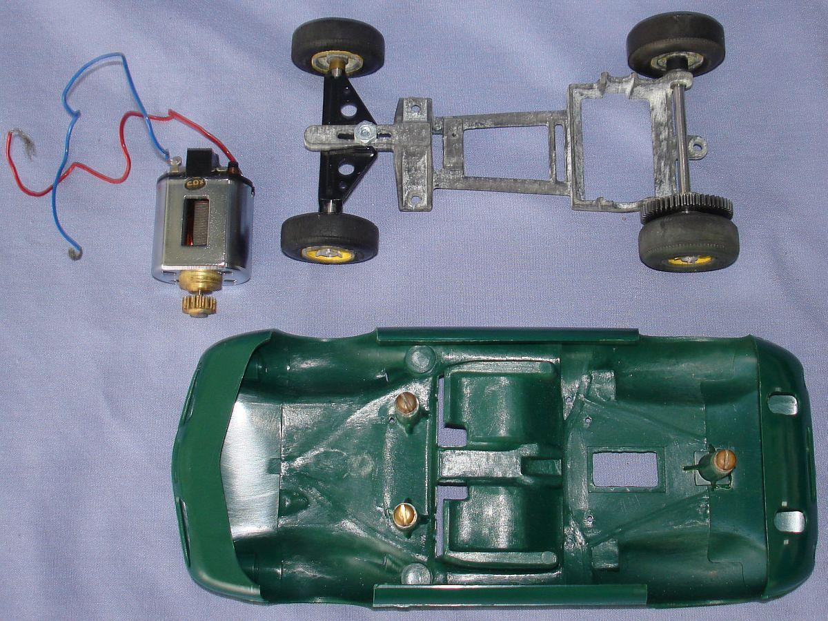 COX 1:24 Scale Slot Car Racing Jim Clark Lotus 40 Sidewinder Chassis Posts Motor