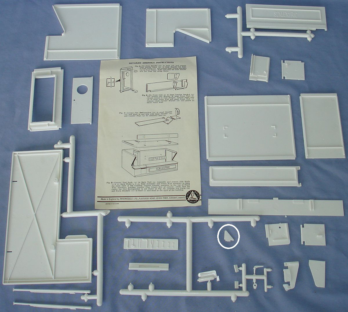 Scalextric Triang 1:32 Scale Slot Car Racing Pit Building Kit K/701 Contents Instructions