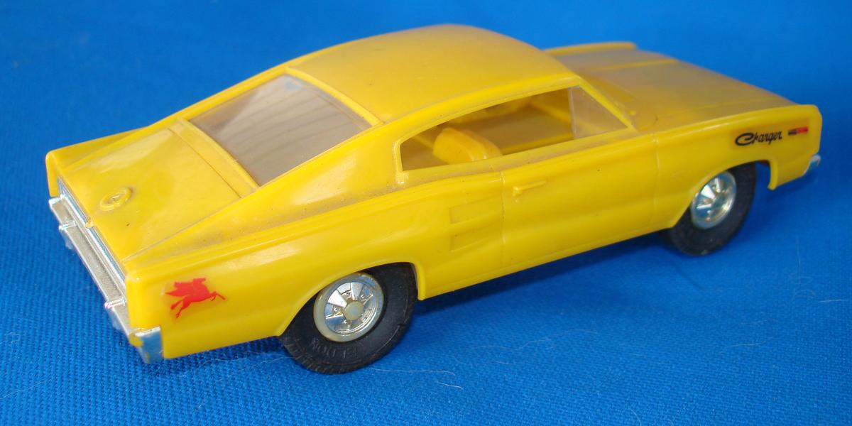 Eldon 1:32 Scale Slot Car Racing Set Runners Roof