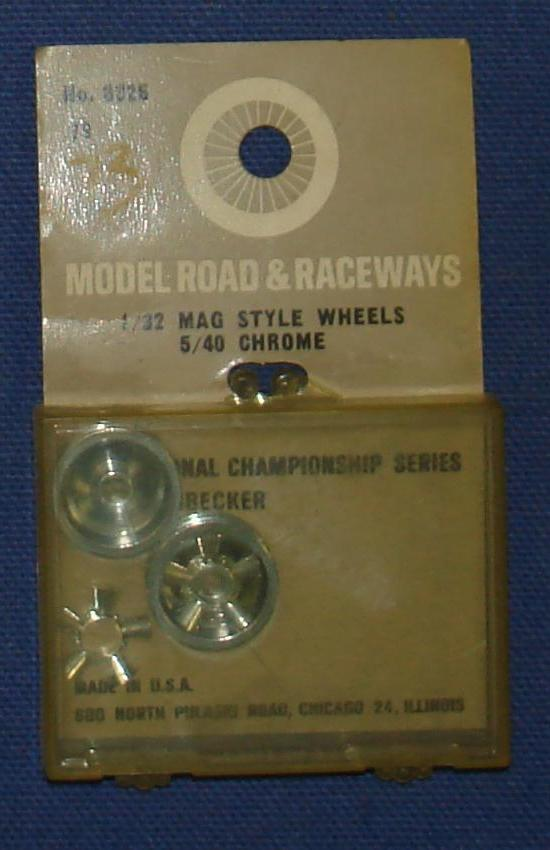 Vintage 1:32 Scale Strombecker Slot Car Racing Two 5/40 Chrome Mag Style Wheels & Inserts