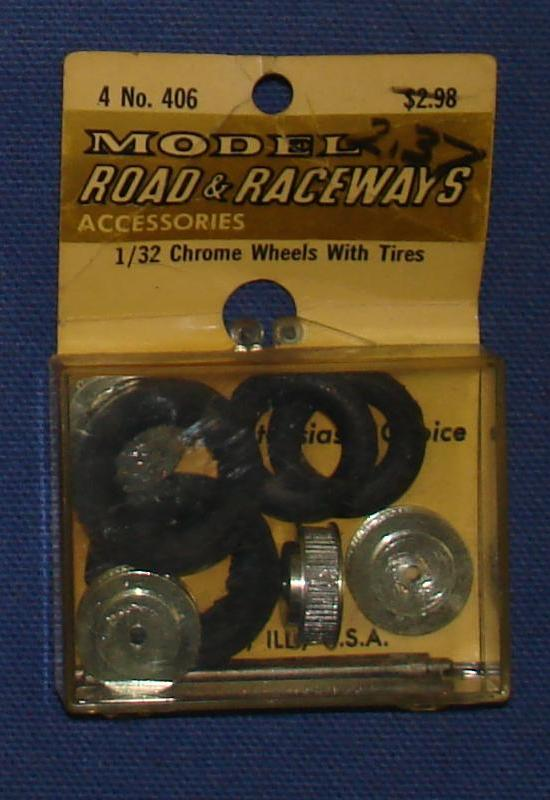 Vintage 1:32 Scale Strombecker Slot Car Racing Four Threaded Chrome Wheels With Soft Tires & Axles