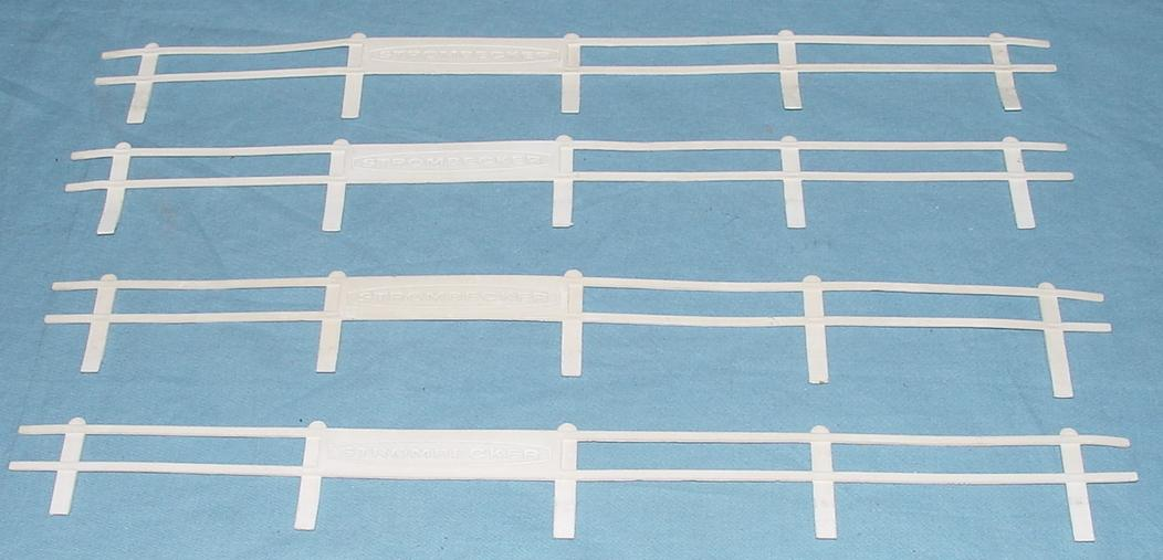 Strombecker 1:32 Scale Slot Car Racing Guard Rails Four White Fence Sections