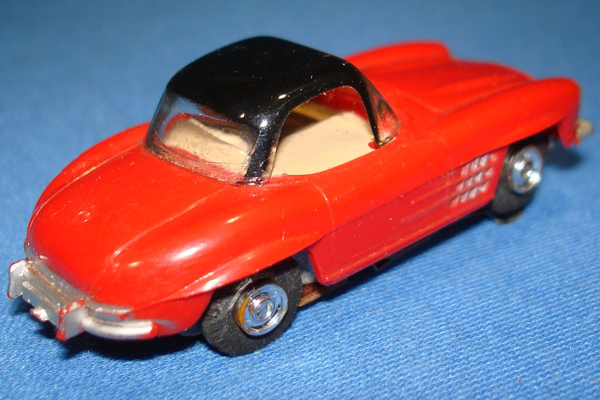 Aurora Model Motoring Slot Car Racing Red Mercedes Benz 300SL Vibrator Trunk