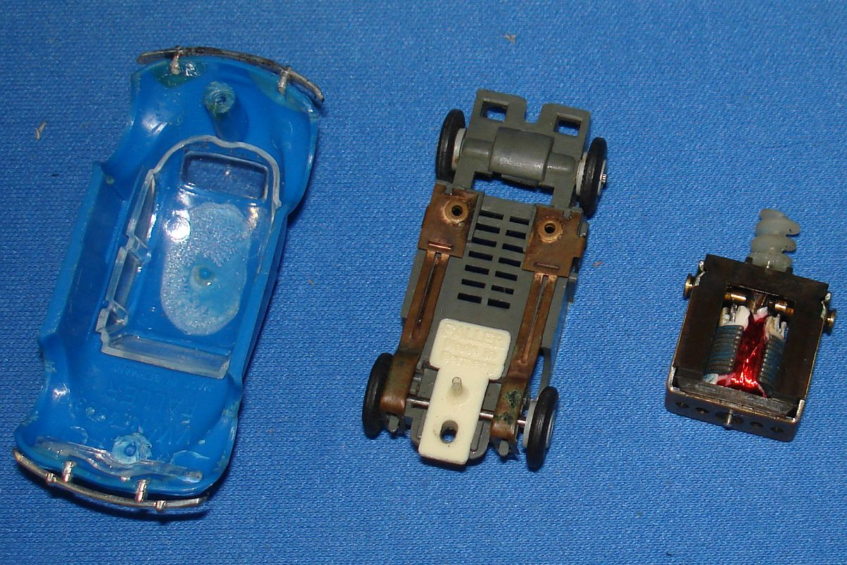 Faller HO Scale German Volkswagen VW Beetle Bug Slot Car Runner Chassis Posts