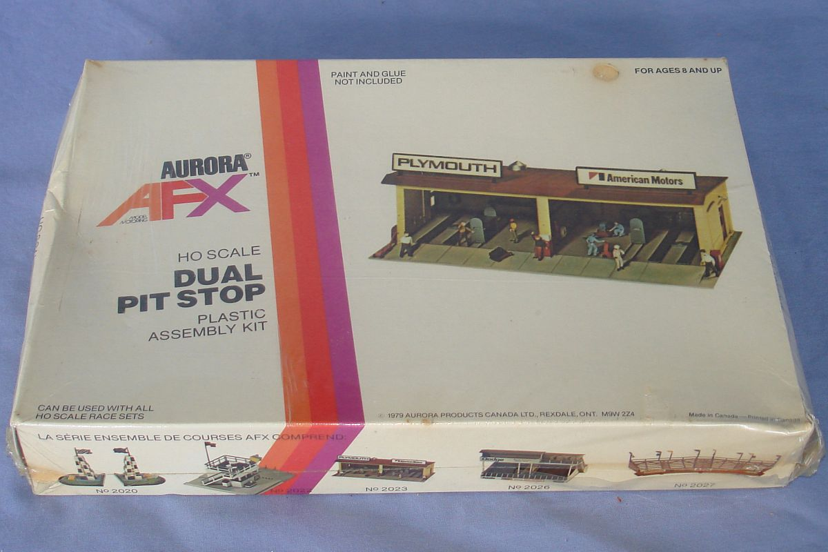 Aurora Model Motoring AFX HO Scale Slot Car Racing Dual Pit Building Kit 2023 Box