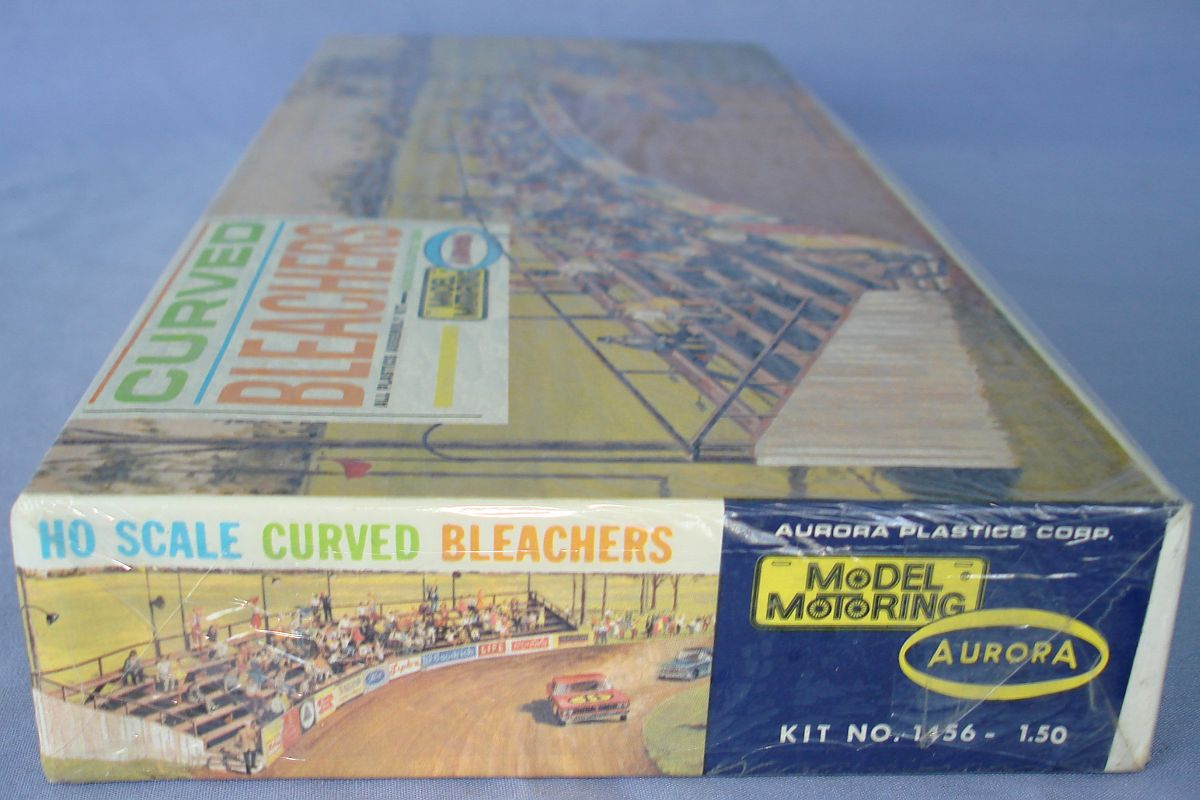 Aurora Model Motoring HO Scale Slot Car Racing Curved Bleachers Building Kit 1456 Box Panel