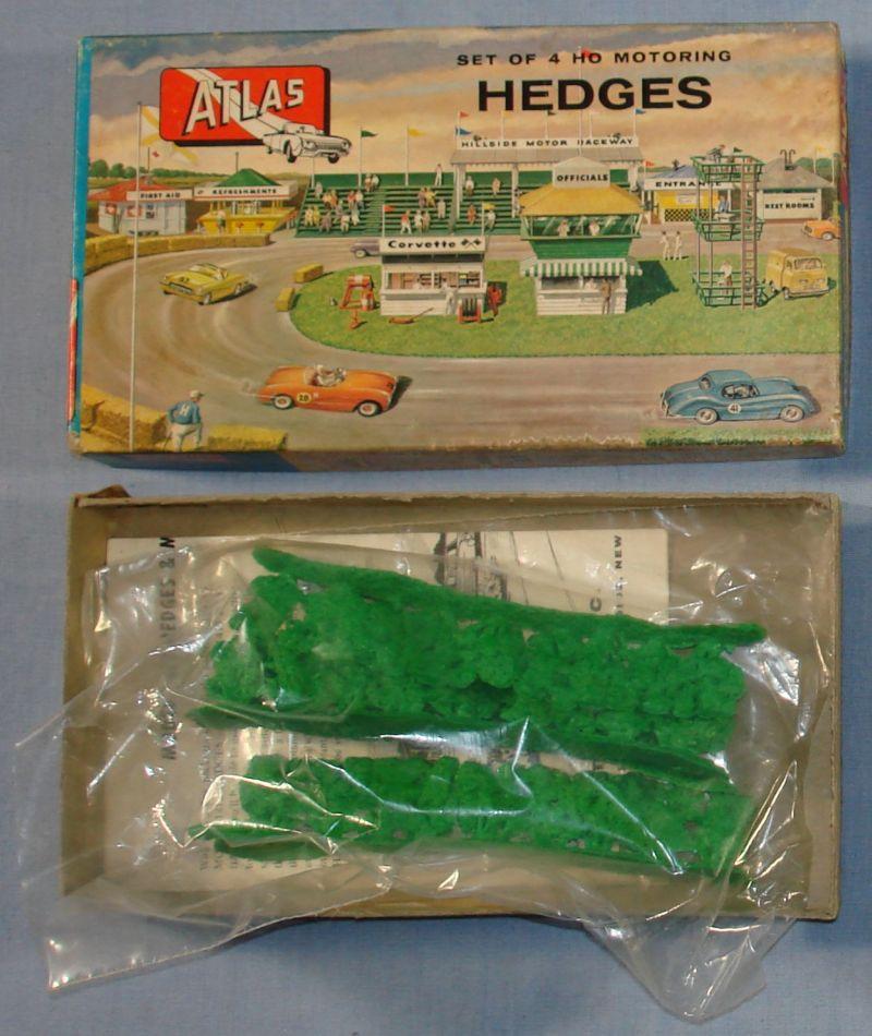 Atlas HO Scale Slot Car Layout 4 Hedges #1412