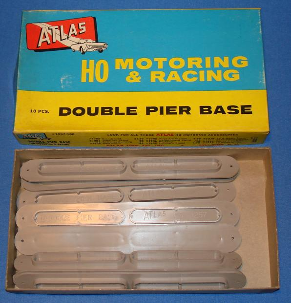 Atlas HO Motoring Slot Car Racing Track Double Pier Base #1257 Full Box