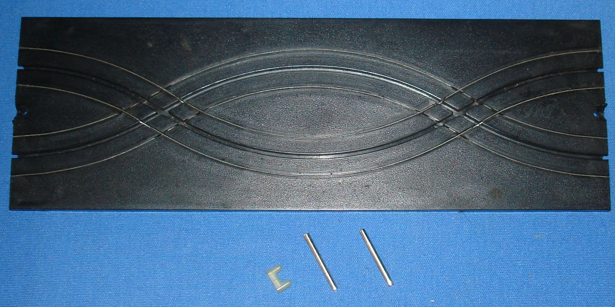 Aurora Model Motoring HO Scale Slot Car Racing Specialty Track 9 Inch Straight Double Cross #1502
