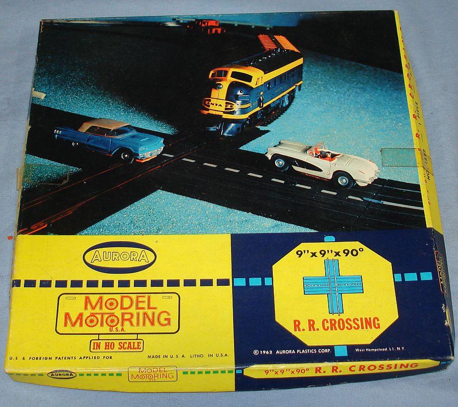 Aurora Model Motoring Slot Car Racing 90 Degree R.R. Train Crossing #1522 Box