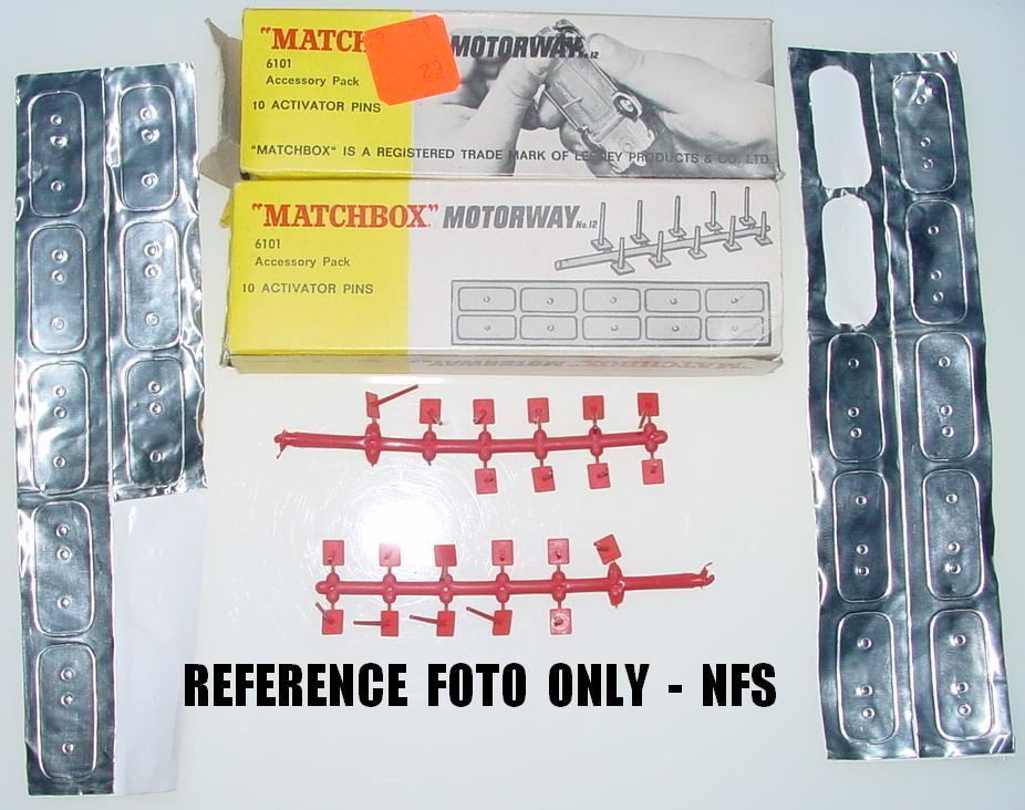 Matchbox Motorway HO Diecast Slot Car Racing Activator Pins - Reference Foto