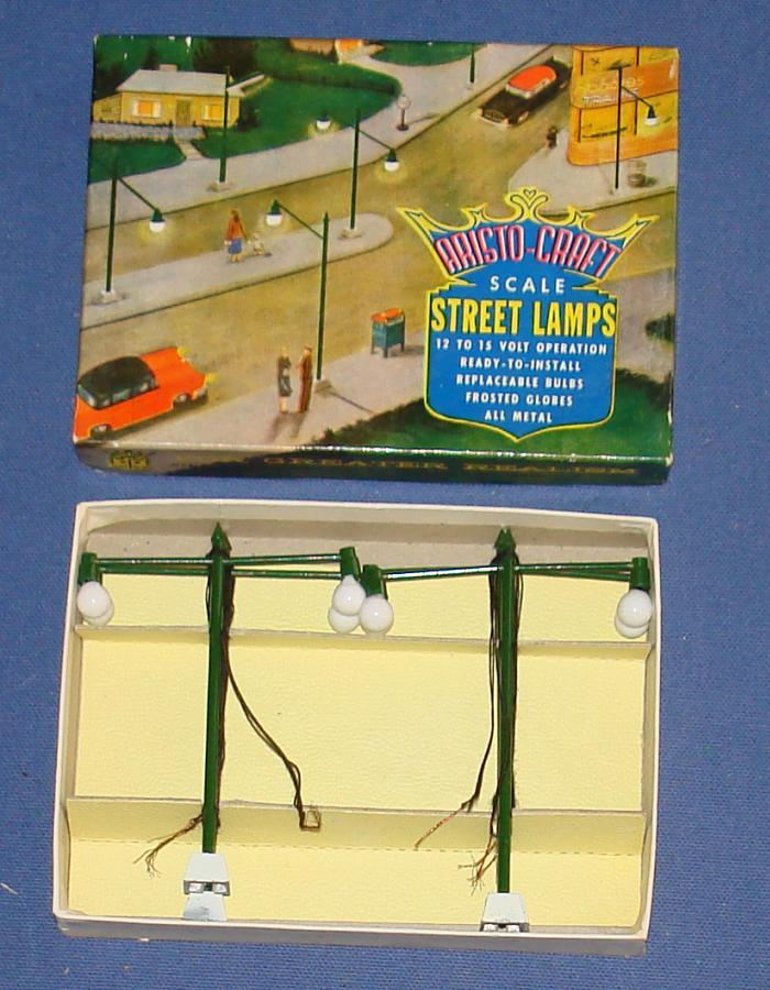 Aristo Craft 1:87 Scale Slot Car Road Racing Layout Scenery Double Boulevard Street Lamps
