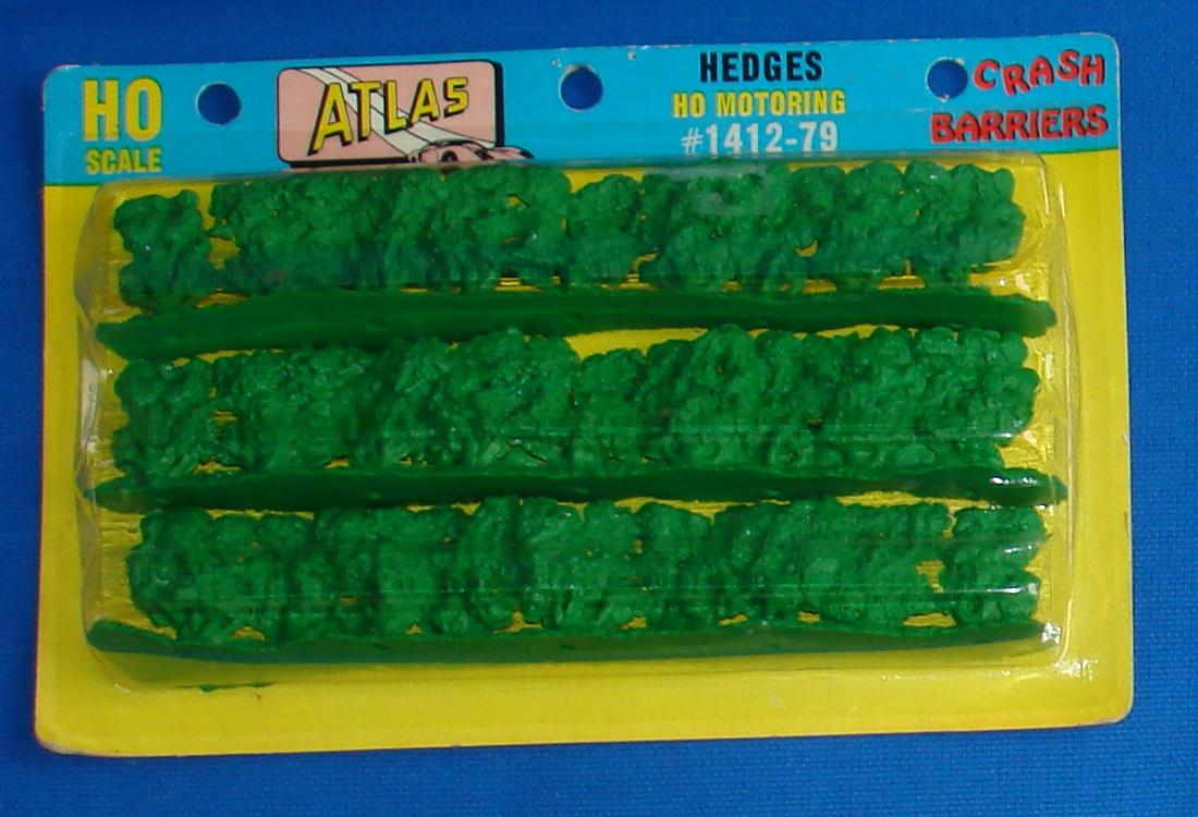 Atlas HO SlotCar Racing Track Crash Barriers Green Hedges #1412-79