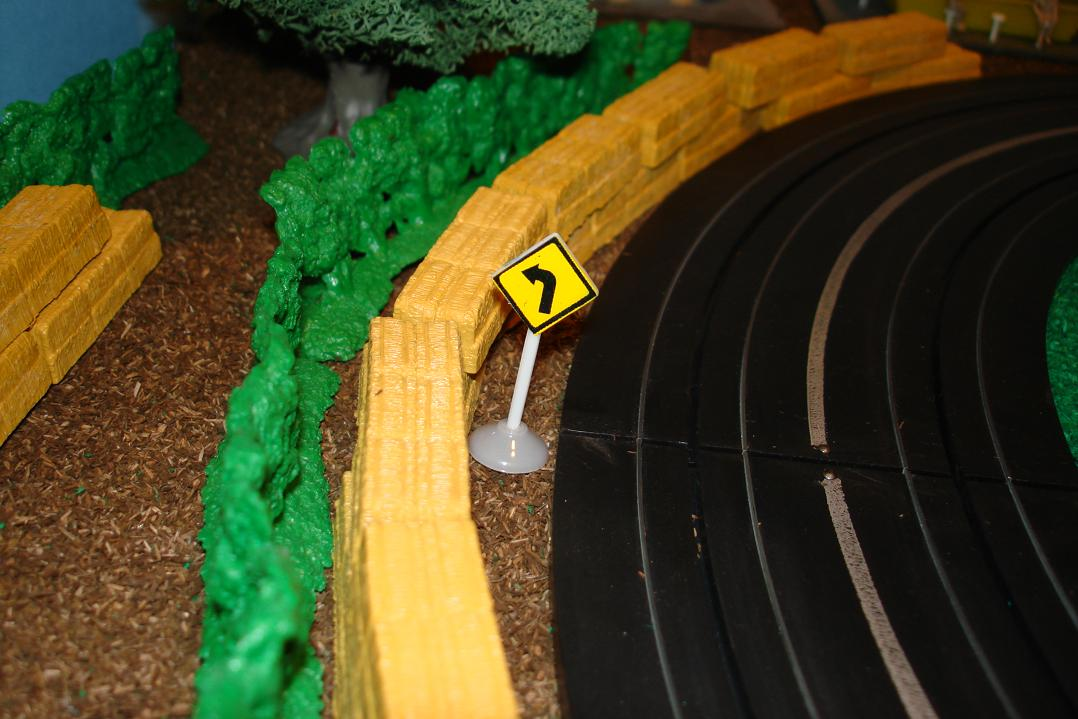 Marusan HO Scale Made In Japan Slot Car Road Racing Scenery Traffic Sign Left Curve Ahead