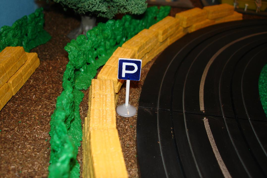 Marusan HO Scale Made In Japan Slot Car Road Racing Scenery Traffic Sign Parking Permitted