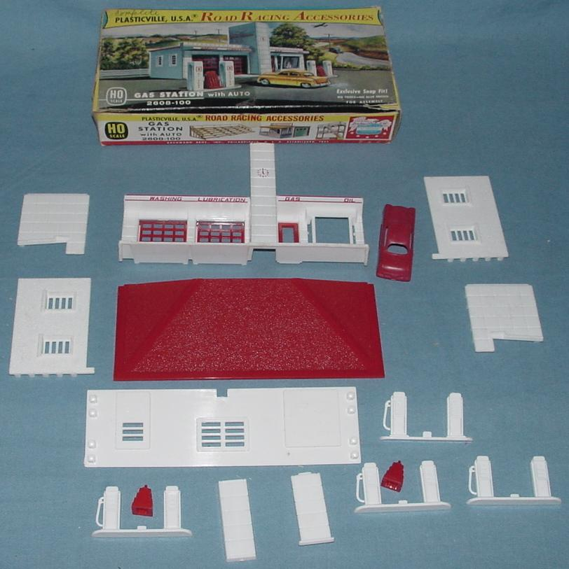 Plasticville USA Road Racing Accessories Gas Station w/ Auto Kit #2608