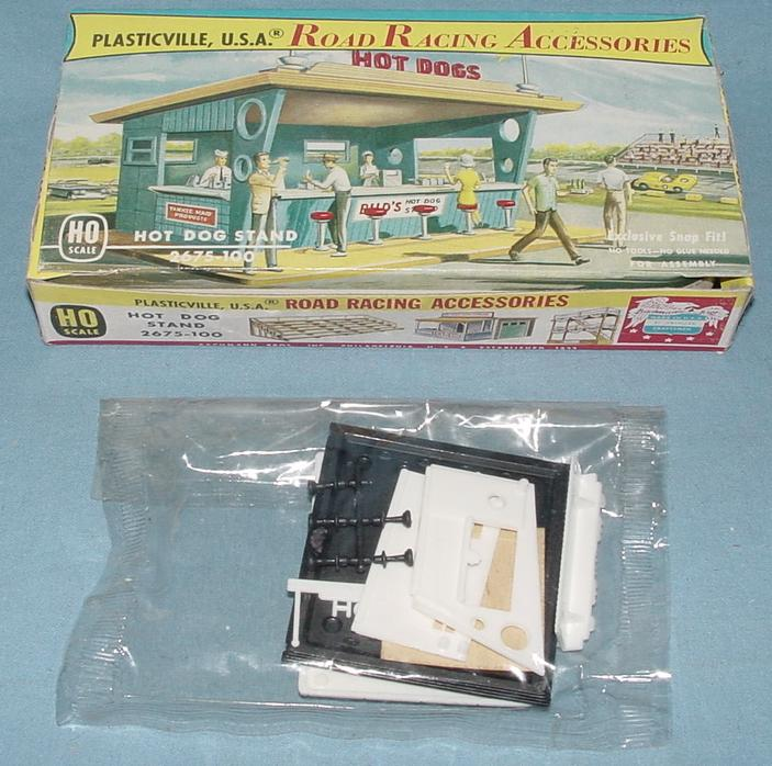 Plasticville USA Road Racing Accessories Hot Dog Stand Kit #2675