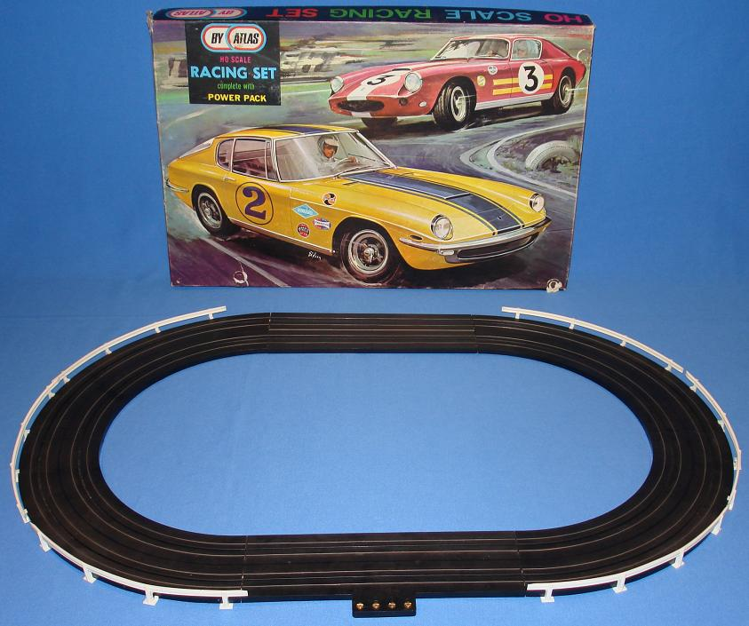 Atlas 1000 Slot Car Set With Box