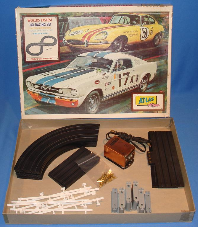 Atlas 1202 HO Slot Car Set Competition Super 8