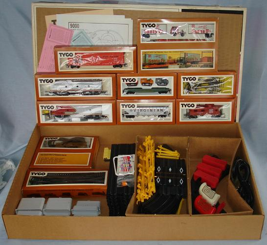 Tyco Tycopro Road & Rail HO Slot Car Racing Electric Train Set #9000 Contents