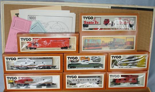 Tyco Tycopro Road & Rail HO Diesel F9 Santa Fe Passenger Train Engine
